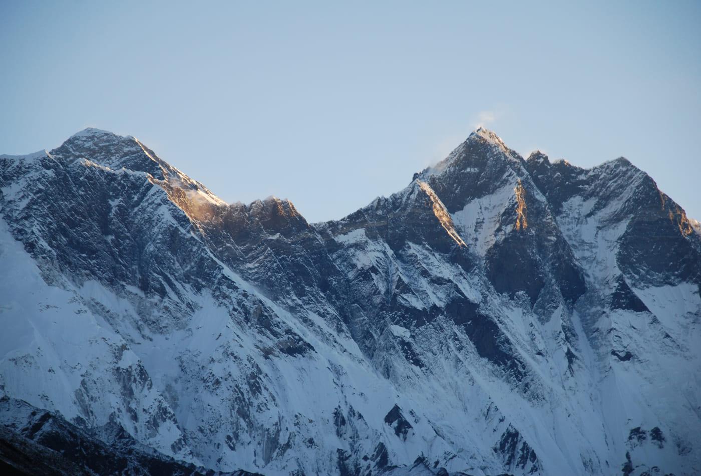 Gebirge mit Schneegipfeln